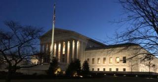 Supreme Court in der Nacht